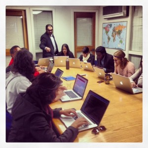 Jeremy Rue working with his Coding for Journalists students at Berkeley.
