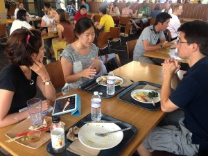 Katie Zhu of Medium chats with Knight Fellows at Arbuckle Cafe at Stanford.
